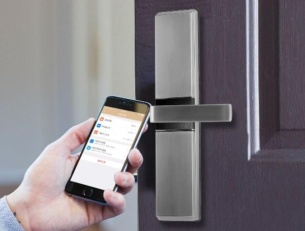 khóa cửa thông minh mở bằng điện thoại