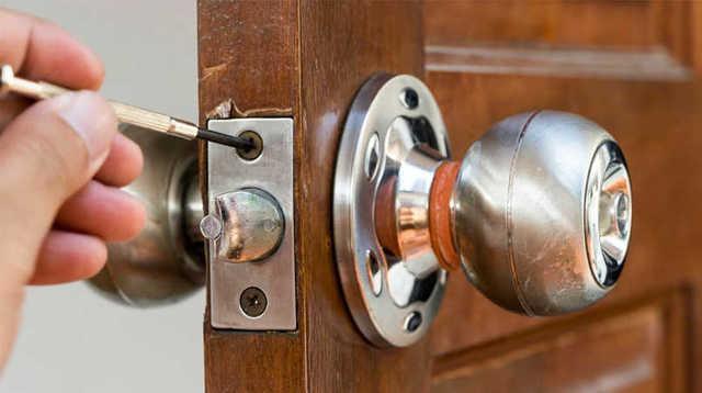 ổ khóa cửa tay nắm tròn